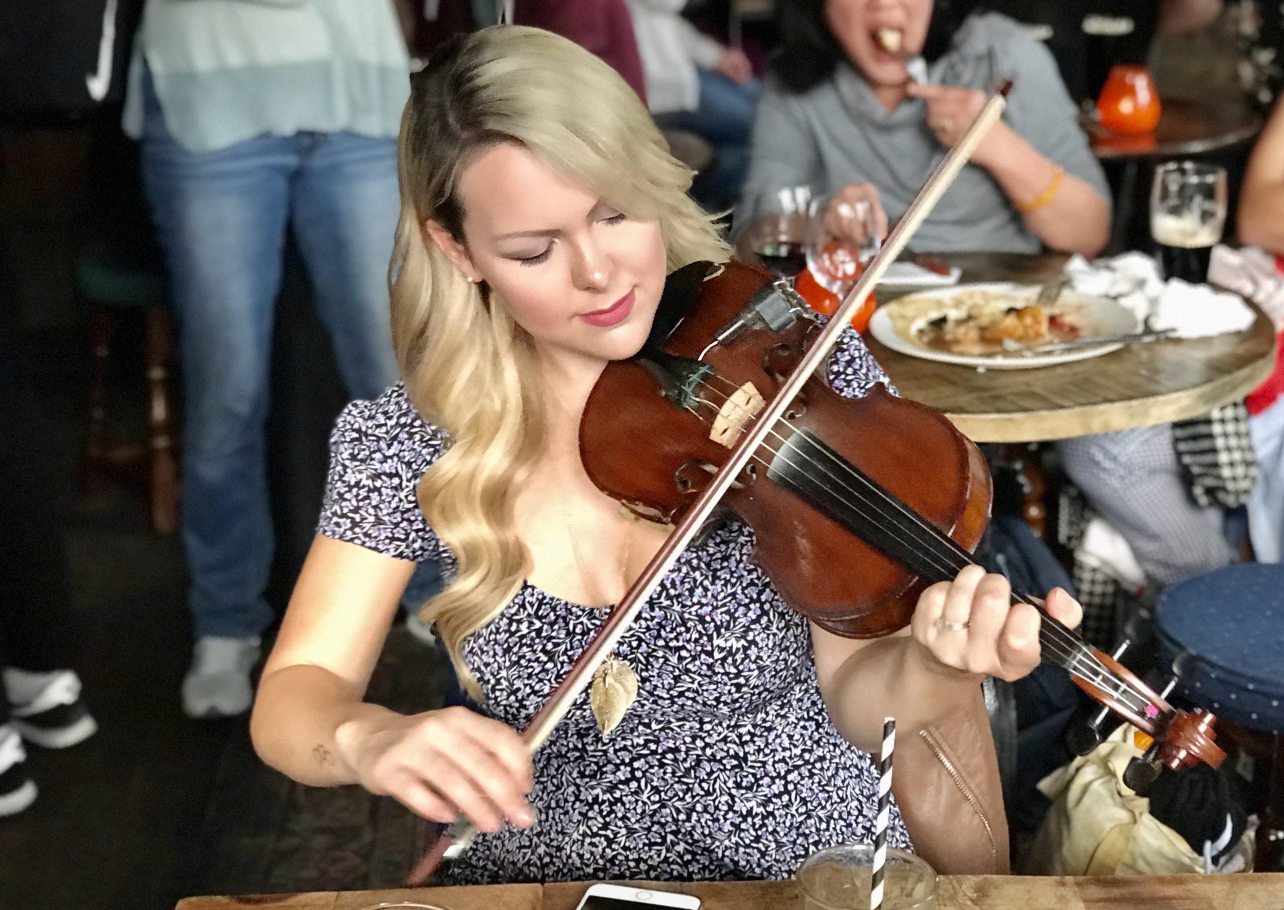 Irish Session Pub Fiddle